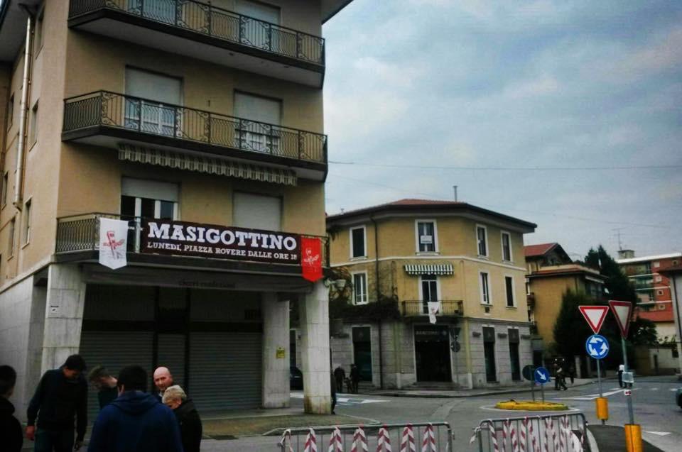 Lo striscione del MASIGOTTINO, in Piazza Mercato